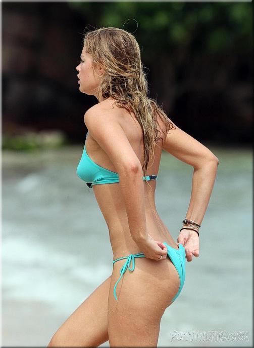 Пляжная красотка Даутцен Крус в бикини