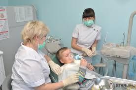 Як правильно доглядати за дитячими зубами